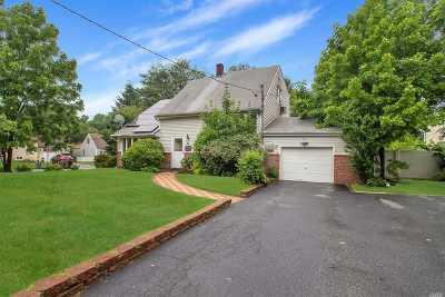 Huntington Single Family Home For Sale: 23 Collins Pl
