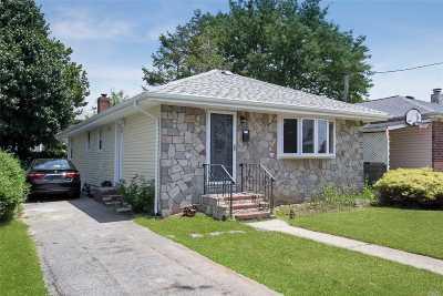 Hempstead Single Family Home For Sale: 18 Church St