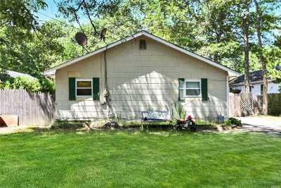 Calverton Single Family Home For Sale: 118 Pinehurst Blvd