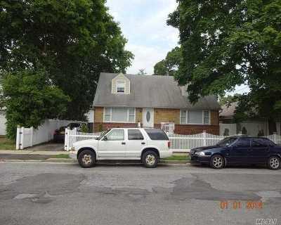 Hempstead Single Family Home For Sale: 10 Seabury St