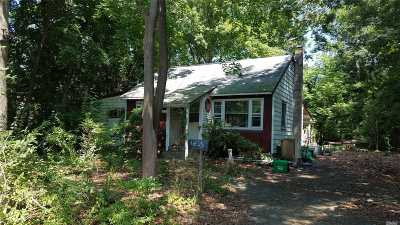 Smithtown Single Family Home For Sale: 79 Sunrise Ln