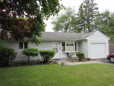 Bay Shore Single Family Home For Sale: 18 Stewart St