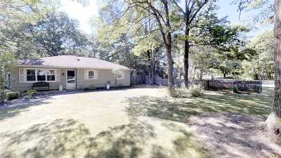Center Moriches Single Family Home For Sale: 68 Wading River Rd