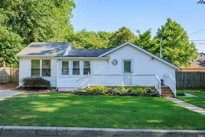 Smithtown Single Family Home For Sale: 16 Florence Ave