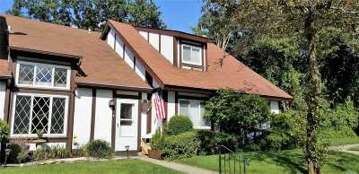 Middle Island Condo/Townhouse For Sale: 41 Briar Hill Ct