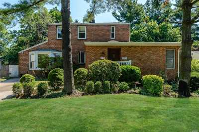 Roslyn Heights Single Family Home For Sale: 114 Deepdale Parkway