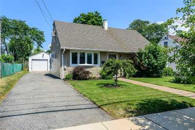 Bellmore Single Family Home For Sale: 2497 Park Pl