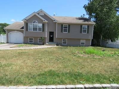 Ronkonkoma Single Family Home For Sale: 35 Lake Shore Dr