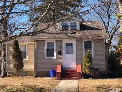 Freeport Single Family Home For Sale: 315 N Long Beach Ave