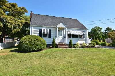 Huntington Single Family Home For Sale: 50 W 13th St