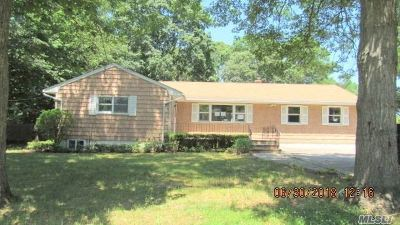 Patchogue Single Family Home For Sale: 101 Prince St