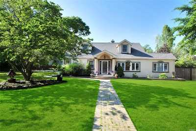 East Islip Single Family Home For Sale: 7 Midwood Ct