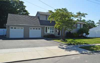 West Islip Single Family Home For Sale: 723 Milligan Ln