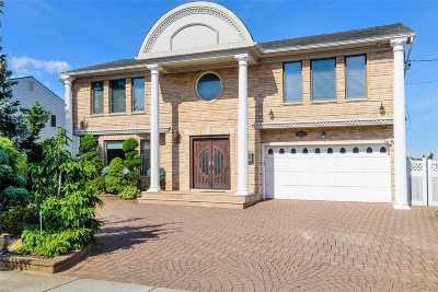 Merrick Single Family Home For Sale: 3067 Shore Dr