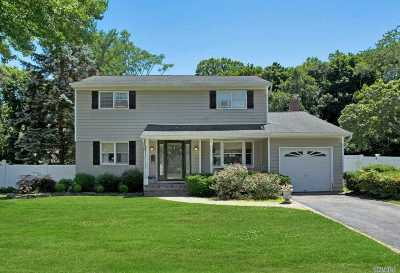 Commack Single Family Home For Sale: 12 Somerset Dr