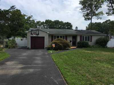 Islip Single Family Home For Sale: 96 Lake St