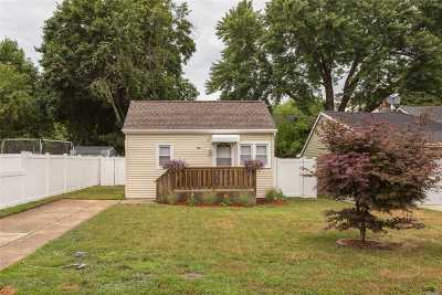 Wading River Single Family Home For Sale: 100 16th St