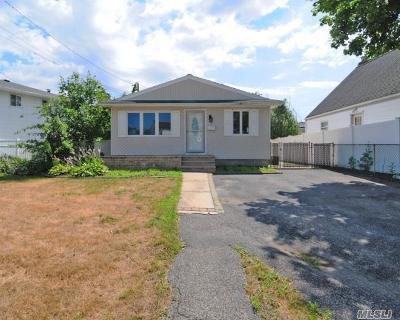 Lindenhurst Single Family Home For Sale: 85 W Lido Prom