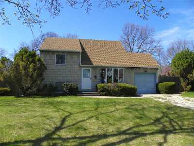 East Islip Single Family Home For Sale: 32 Sherwood Dr