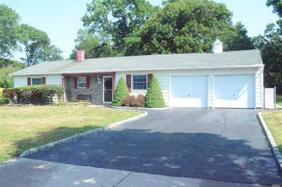 Centereach Single Family Home For Sale: 7 Dolphin Dr