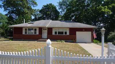 East Islip Single Family Home For Sale: 48 Freeport St