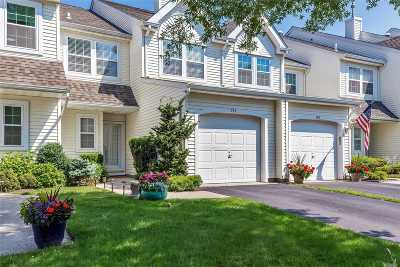 Bayport Condo/Townhouse For Sale: 151 Northwood Ct