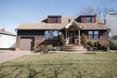 Bellmore Single Family Home For Sale: 2637 Bedell St