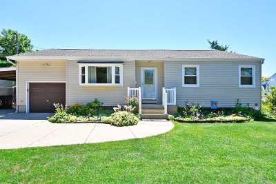 Islip Single Family Home For Sale: 32 46th St