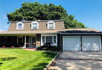 Farmingville Single Family Home For Sale: 21 Faculty Ln