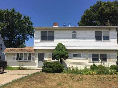 Westbury Single Family Home For Sale: 18 Prince Ln
