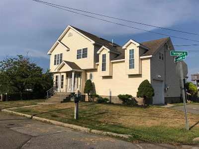 Seaford Single Family Home For Sale: 2561 Riverside Ave