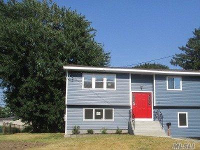 Bay Shore Single Family Home For Sale: 11 Alisa Ln
