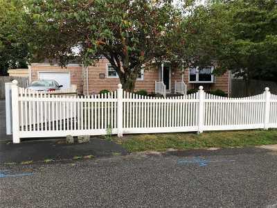 Bay Shore Single Family Home For Sale: 19 Garden St