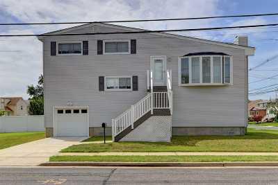 Freeport Single Family Home For Sale: 173 Cedar St
