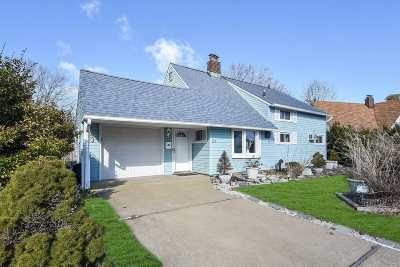 Levittown Single Family Home For Sale: 20 Shotgun Ln