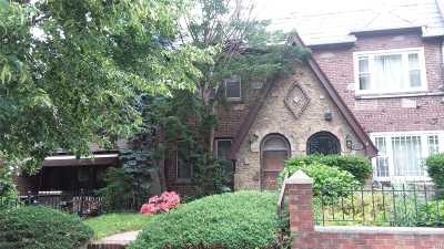 Maspeth Single Family Home For Sale: 52-52 62nd St