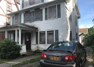 Nassau County Single Family Home For Sale: 28 Moore