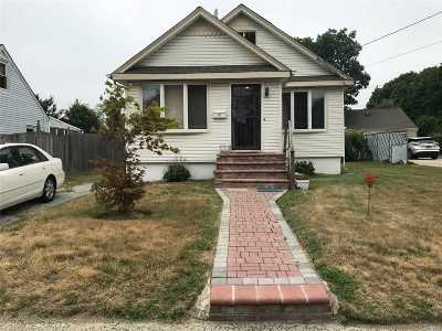Bay Shore Single Family Home For Sale: 12 W William St