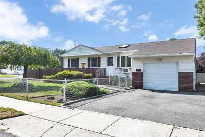 Islip Single Family Home For Sale: 86 Bonaparte Ave