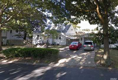 Copiague Single Family Home For Sale: 25 Prince Chico St