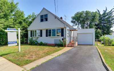 Hicksville Single Family Home For Sale: 16 Burns Ave