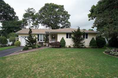 Farmingville Single Family Home For Sale: 22 E Allegheny Dr
