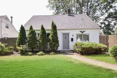 Nassau County Single Family Home For Sale: 140 Periwinkle Rd