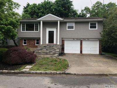 Woodmere Single Family Home For Sale: 142 Willis Ct