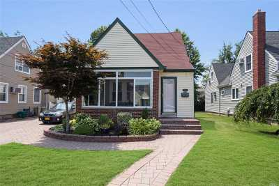 Single Family Home For Sale: 2644 Montauk Ave