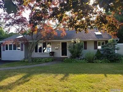 Bay Shore Single Family Home For Sale: 1348 Thompson Dr