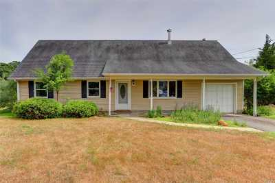 Center Moriches Single Family Home For Sale: 11 Grace Ct