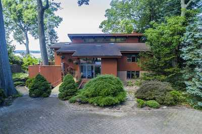 Northport Single Family Home For Sale: 14 Mariners Ln