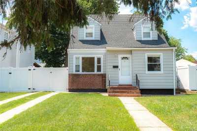 Hempstead Single Family Home For Sale: 11 Belmont Pkwy