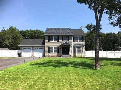 Holtsville Single Family Home For Sale: 587 Blue Point Rd